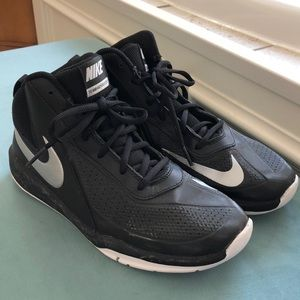 Nike high tops black and silver EUC size 7